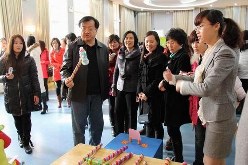 东营市海河幼儿园在全市幼儿园自制玩教具展评活动中