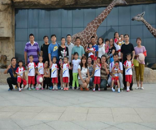 """东营市海河幼儿园以爸爸俱乐部为依托组织""""动物园大"""""""