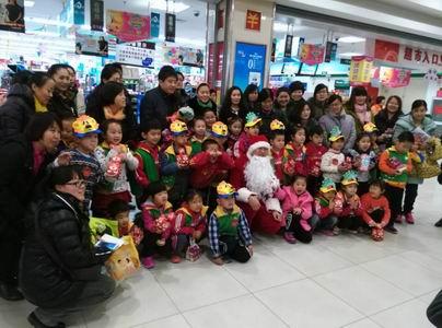 东营市海河幼儿园小朋友走进银座超市过圣诞节